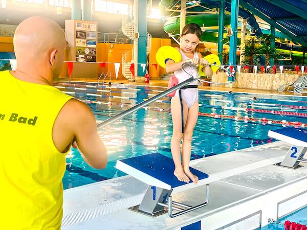 Schulschwimmen unter fachkundiger Anleitung in der Lagune Cottbus